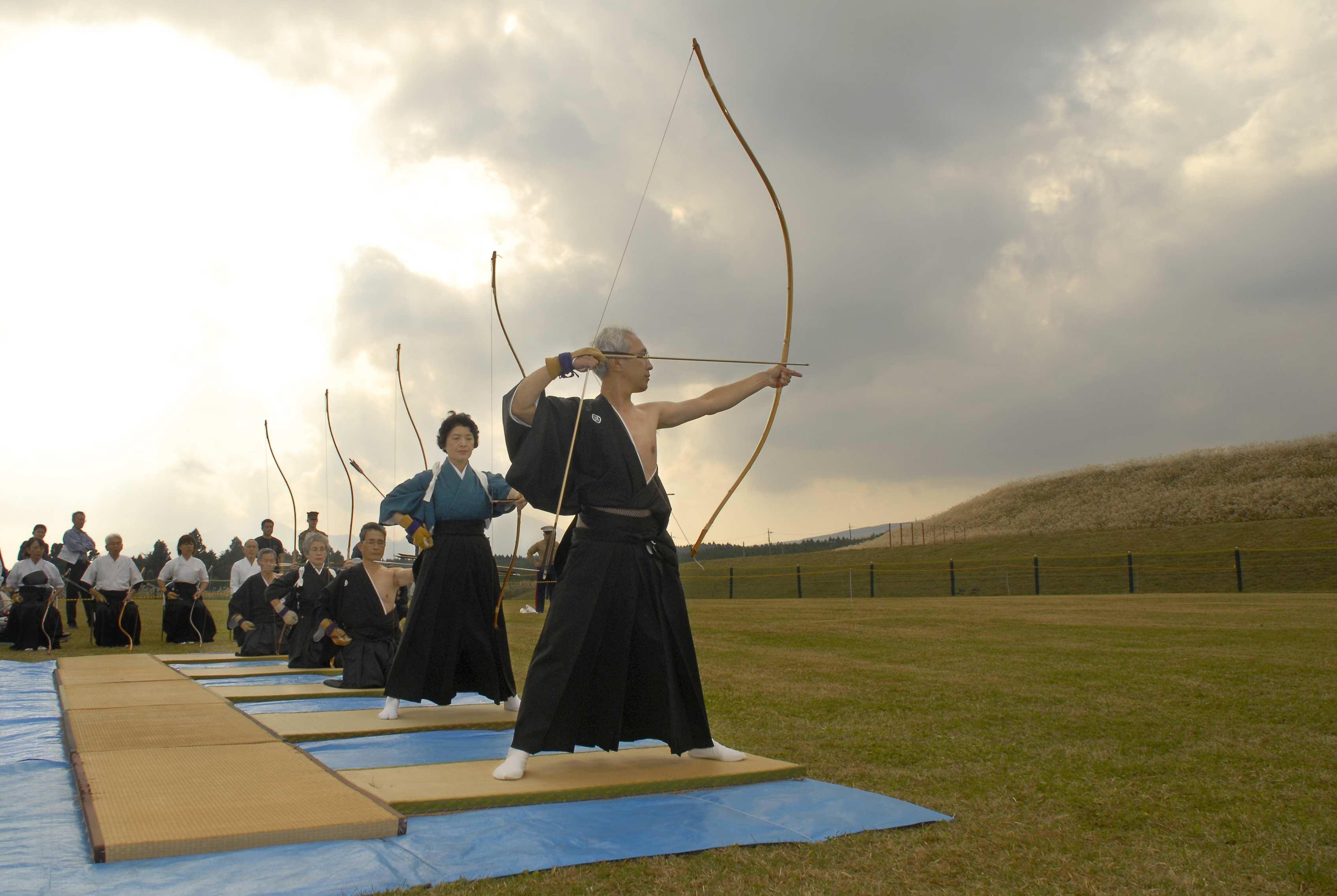 https://anthonyalvaradoanthonyalvarado.files.wordpress.com/2014/09/kyudo_or_the_way_of_archery.jpg